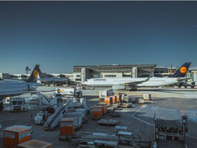 水岸机场—纳辛贝·埃亚德马国际机场