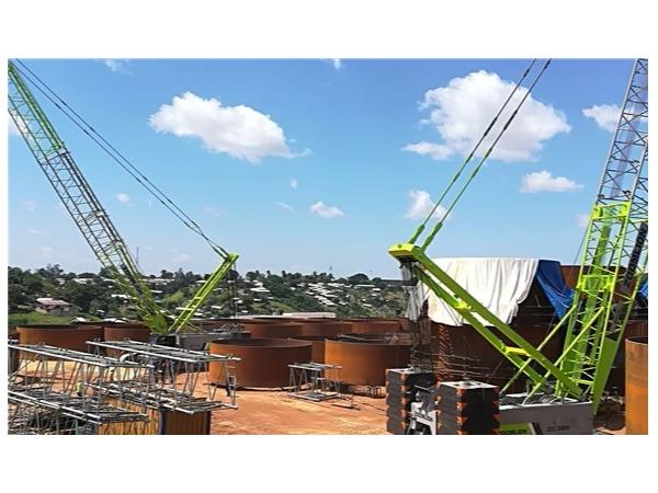 中联重科ZCC2600履带吊助建肯尼亚蒙巴萨石油项目